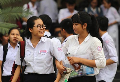 Thí sinh Quảng Nam vui cười sau buổi thi môn Văn. Ảnh: Đắc Thành.
