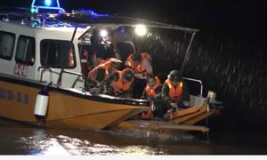 250 chiến sĩ diễn tập cứu hộ khi thủy điện Hòa Bình xả lũ khẩn cấp