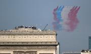 Cờ Nga bất ngờ xuất hiện trong lễ duyệt binh mừng Quốc khánh Pháp