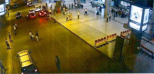 Bom xăng (vùng khoanh vòng tròn đỏ) đặt sân bay Tân Sơn Nhất ngày 22/4/2017. Ảnh: Bộ Công an.