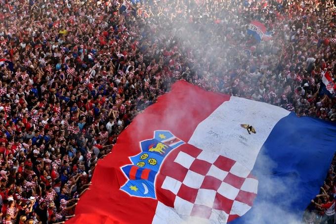 Nước mắt tự hào của người Croatia sau chung kết World Cup