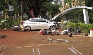 Ôtô lao vào quán cà phê, hai nữ sinh thiệt mạng