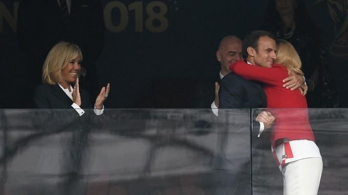 Những khoảnh khắc thân mật của Tổng thống Croatia và Pháp