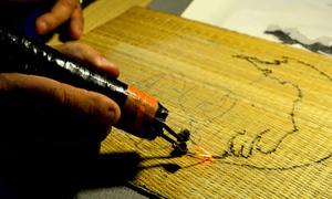 Lão họa sĩ đốt chiếu vẽ tranh ở An Giang