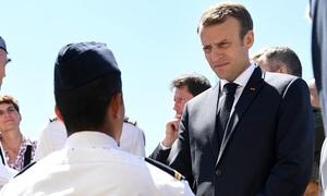 Thương binh Pháp ăn mừng cùng các cầu thủ sau chung kết World Cup