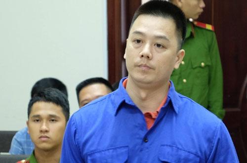 Bị cáo Cao Mạnh Hùng (áo xanh) tại phiên tòa phúc thẩm.