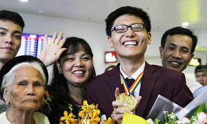 Nam sinh giành HCV Olympic Toán dù bỏ nguyên một câu