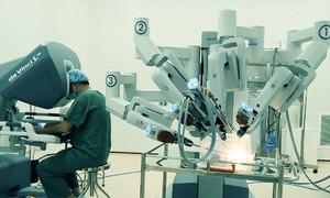 Dùng robot phẫu thuật ở bệnh viện lớn nhất TP HCM