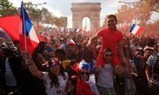 Người Pháp bùng nổ sau khi đội nhà vô địch World Cup