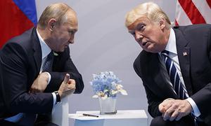 Putin đến muộn trong cuộc gặp thượng đỉnh đầu tiên với Trump