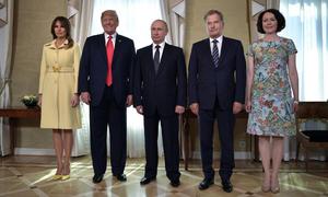 Melania mặc váy 3.700 USD tới cuộc gặp Trump - Putin