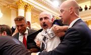 Phóng viên Mỹ bị kéo khỏi buổi họp báo chung Trump - Putin