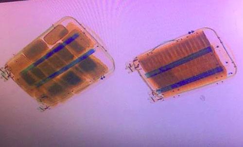 Máy soi phát hiện ma túy trong vali ở trên xe.