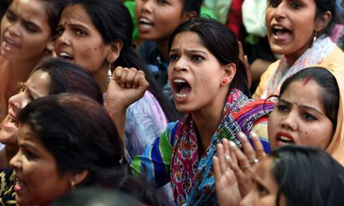 Biểu tình phản đối tình trạng bạo lực tình dục và trẻ em tại New Delhi hồi tháng 4. Ảnh: AFP.