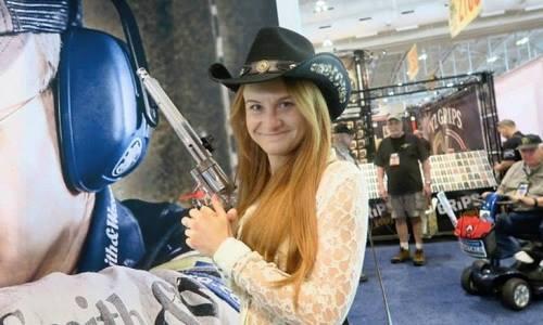 Maria Butina tại hội nghị hàng năm của NRA ở Nashville, Tennessee, Mỹ năm 2015. Ảnh: CNN.