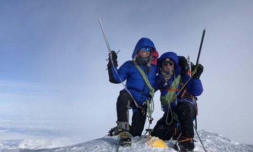 Người Mỹ gốc Việt đầu tiên chinh phục đỉnh núi cao nhất Bắc Mỹ