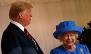 Nữ hoàng Anh cài trâm được Obama tặng khi gặp Trump