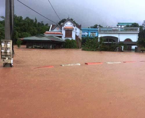 Thị trấn Ba Chẽ chìm trong biển nước. Ảnh: Minh Cương