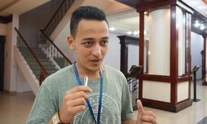 Giây phút chàng trai Algeria lần đầu gặp họ hàng Việt Nam