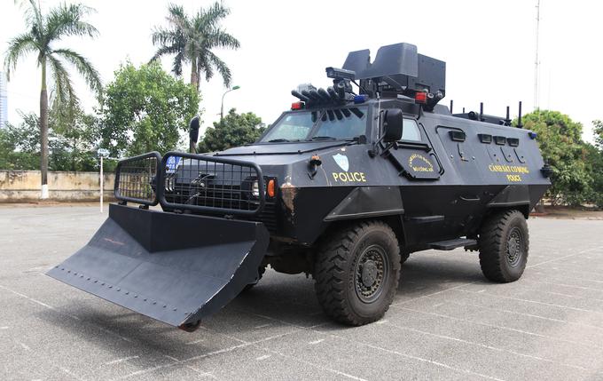 Xế 'khủng' chống đạn của Cảnh sát cơ động Việt Nam