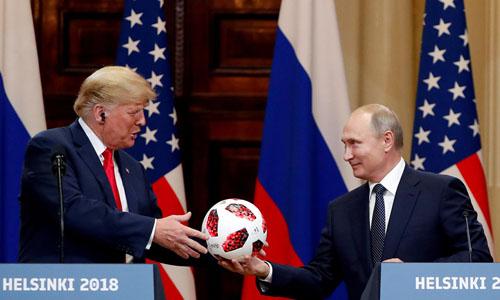 Tổng thống Mỹ Donald Trump (trái) và Tổng thống Nga Vladimir Putin trong buổi họp báo chung tại Helsinki, Phần Lan hôm 16/7. Ảnh: Reuters.