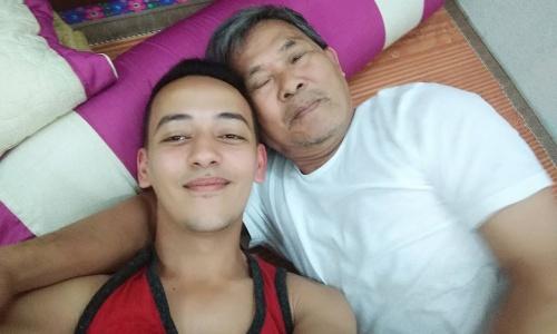 Mihoubi và ông họ người Việt ở Thanh Hoá. Ảnh: NVCC.