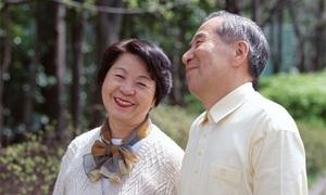 Bố chồng 82 tuổi mang tiền đi cho bạn gái
