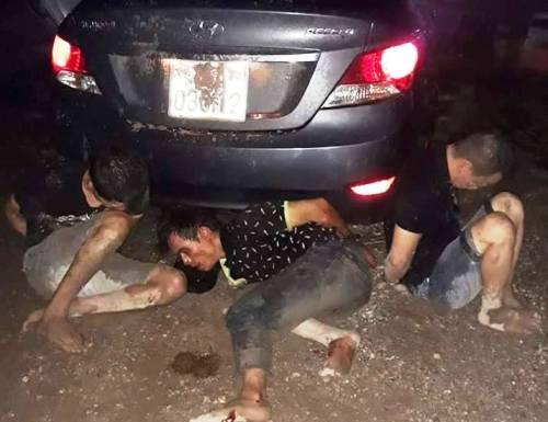 Nhóm đạo trích đi xe ô tô biển số 14 Quảng Ninh sau khi đột nhập vào nhà trưởng công an xã Gia Đức trộm được 2 xe máy đã bị người dân và chủ nhà phát hiện truy đuổi, bắt, đánh bầm dập, trong đó 1 tên phải nhập viện điều trị. Ảnh: CTV