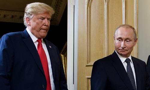 Tổng thống Mỹ Trump (trái) và Tổng thống Nga Putin họp tại Phần Lan ngày 16/7. Ảnh: AFP.
