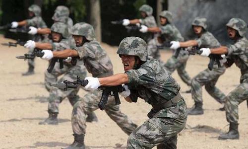 Binh sĩ Trung Quốc trong một đợt diễn tập ở Tây Tạng hồi tháng 8/2017. Ảnh: Xinhua.