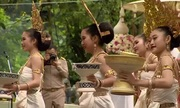 Người Thái Lan làm lễ tạ lỗi thần linh, rửa tội cho đội bóng nhí