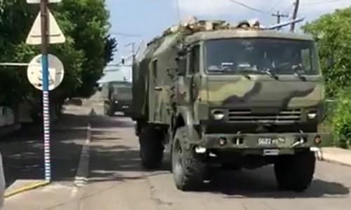 Đoàn xe quân sự Nga tiến qua làng Panik. Ảnh: Eurasia.