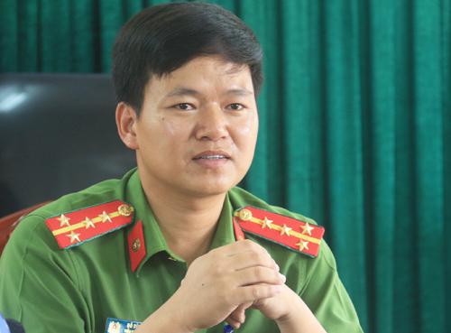 Đại úy Đỗ Đình Viên trả lời báo chí tại trụ sở đơn vị. Ảnh:Thùy Linh