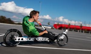 Xe đạp lai máy chèo thuyền giúp rèn luyện cơ thể