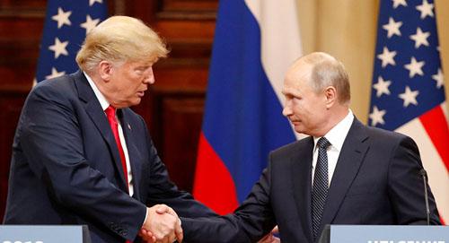Tổng thống Mỹ Donald Trump (trái) và Tổng thống Nga Vladimir Putin tại hội nghị thượng đỉnh ở Helsinki, Phần Lan hôm 16/7. Ảnh: Reuters.