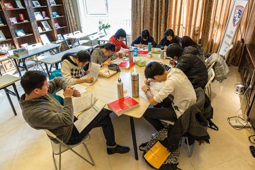 Một buổi ôn luyện tại trung tâm Elite Scholars of China ở Bắc Kinh, Trung Quốc. Ảnh: Tạp chí 1843.