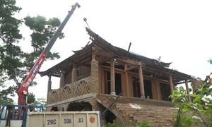 Máy xúc, xe cẩu phá dỡ 'cung điện thờ thiên' ở Ba Vì