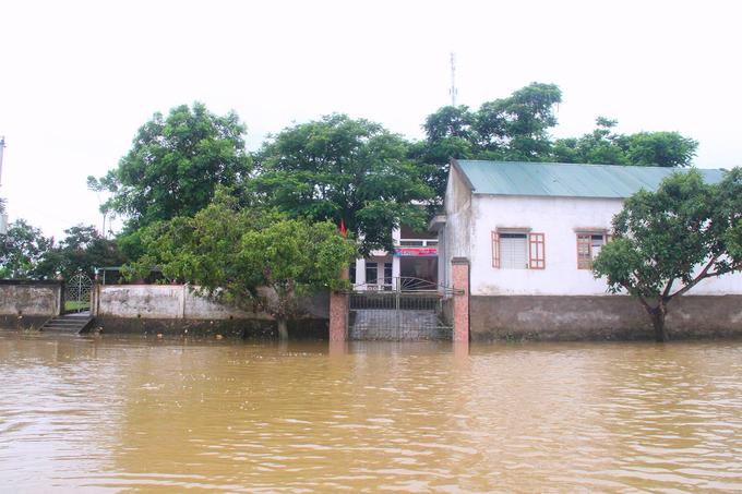 Xã ở Hà Tĩnh bị nước lũ cô lập bốn ngày