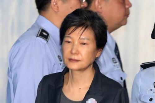 Cựu tổng thống Hàn Quốc Park Geun-hye đối mặt thêm 8 năm tù. Ảnh: AFP.