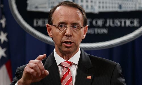 Thứ trưởng Tư pháp Mỹ Rod Rosenstein trong cuộc họp báo hôm 15/7. Ảnh: AP.