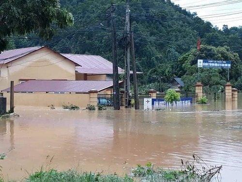Nhiều cơ quan, trụ sở nhà nước trên địa bàn tỉnh Yên Bái bị ngập. Ảnh: Tiến Hiệp.