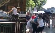 Vợ Trung Quốc đập xe chồng khi phát hiện 'bồ nhí' ngồi trong