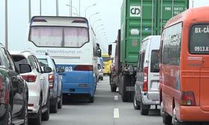 Sau tai nạn, cao tốc Long Thành - Dầu Giây kẹt xe gần 6 giờ