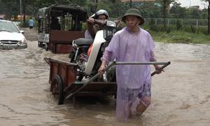 Chở người qua đường ngập kiếm tiền triệu ở Hà Nội