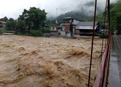 Lũ chảy qua suối Bản Hồ, Sa Pa, Lào Cai. Ảnh: Báo Lào Cai.