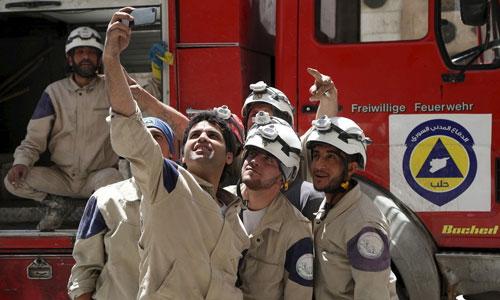 Các thành viên nhóm Mũ Trắng ở Syria. Ảnh: Duran.