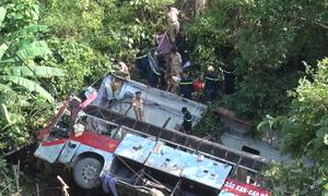 Xe khách rơi xuống vực sâu 30 mét, bốn người chết