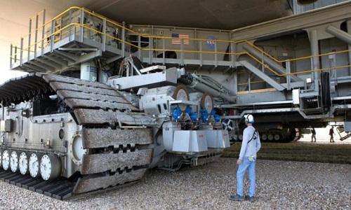 Xe kéo bánh xích của NASA là một trong những phương tiện lớn nhất hành tinh. Ảnh: NASA.