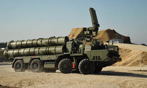 Tên lửa phòng không tầm xa S-400 của Nga tại căn cứ Hmeymim năm 2017. Ảnh: Sputnik.
