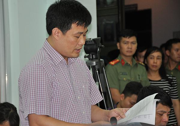 Ông Sái Công Hồng đọc chi tiết kết luận rà soát điểm thi ở Lạng Sơn. Ảnh: Viết Tuân